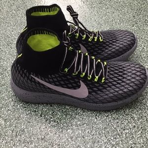 Nike Lunarepic Flyknit Shield Running Shoes sz 11